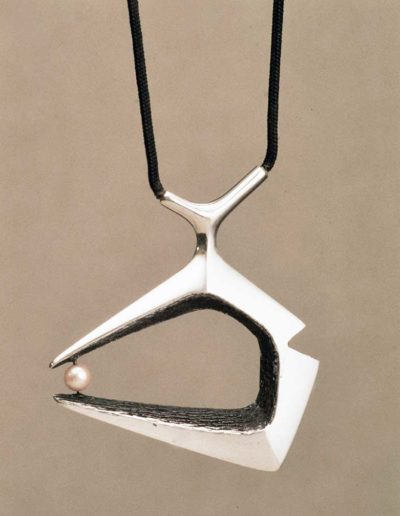 pendant/necklace: silver, pearl