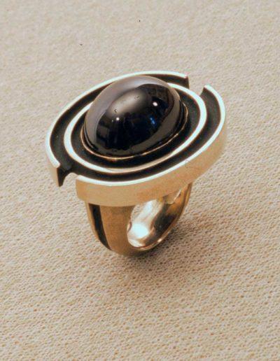 ring: white gold, star garnet